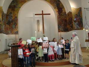 Premières communions à la paroisse Sainte-Hélène (Paris)