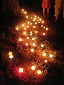 Chemin de lumière en bougies