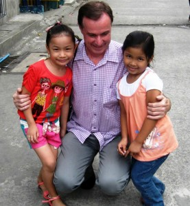 Daniel Godefroy fc et des enfants de Laura City