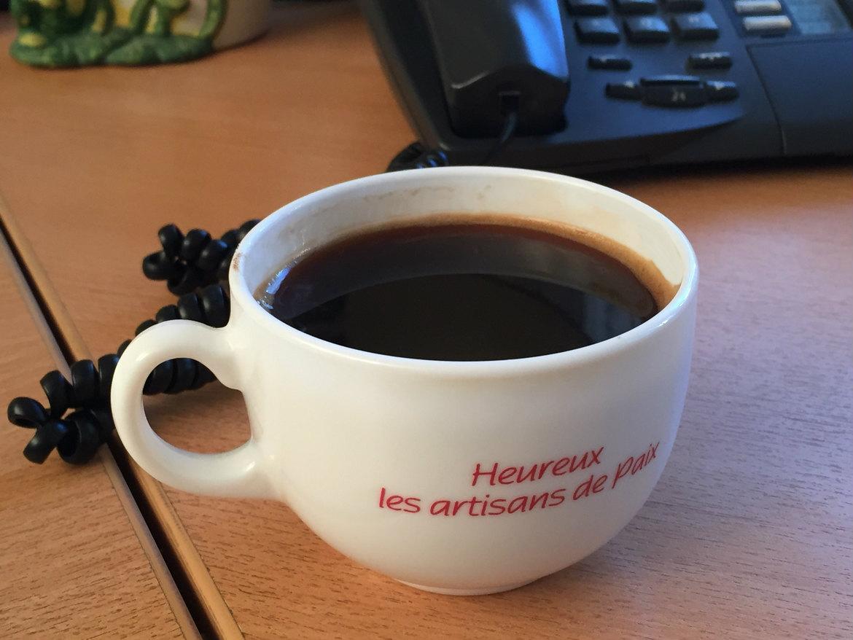 Café et heureux les artisans de paix