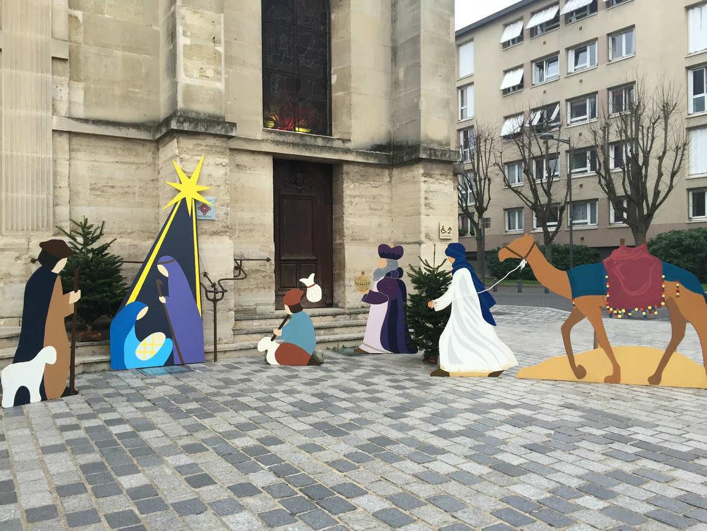 Crèche devant l'église Saint Etienne à Issy-les-Moulineaux
