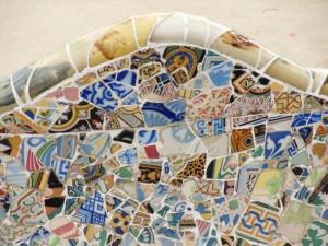 Détail d'un mur en mozaïque à Barcelone