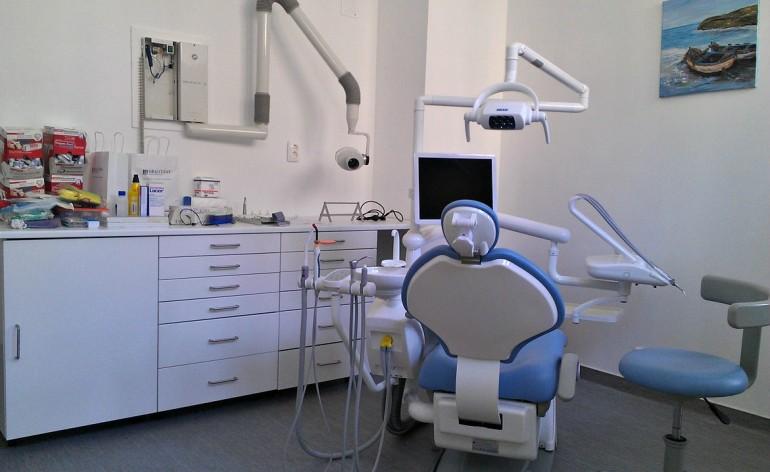 Cabinet dentaire social, chaise de dentiste