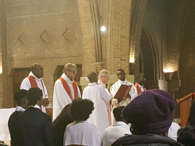 32 jeunes reçoivent le sacrement de la Confirmation à La Courneuve, le 12 novembre 2016