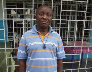 Serge Mavungu fc, aumônier des malades, lors de la visite de Pierre Tritz et Emmanuel Say en avril 2016