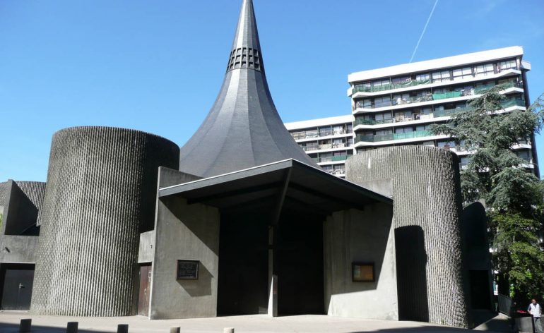 L'église Notre-Dame-de-Toute-Joie à Grigny (91)