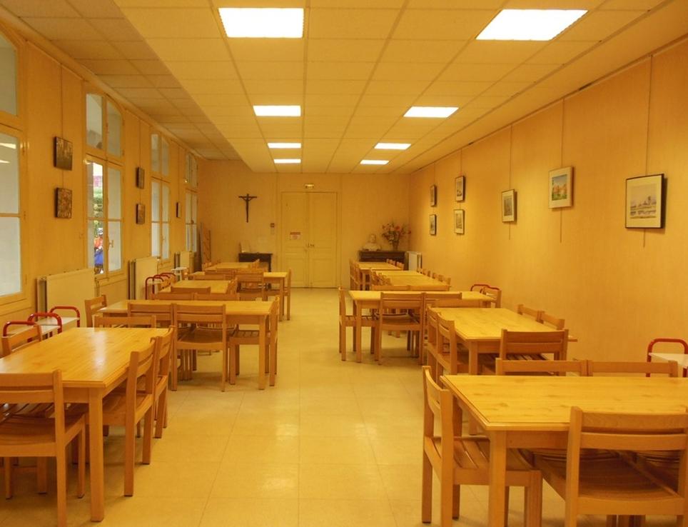 Salle à manger de la maison religieuse Accueil saint-Paul à Issy-les-Moulineaux