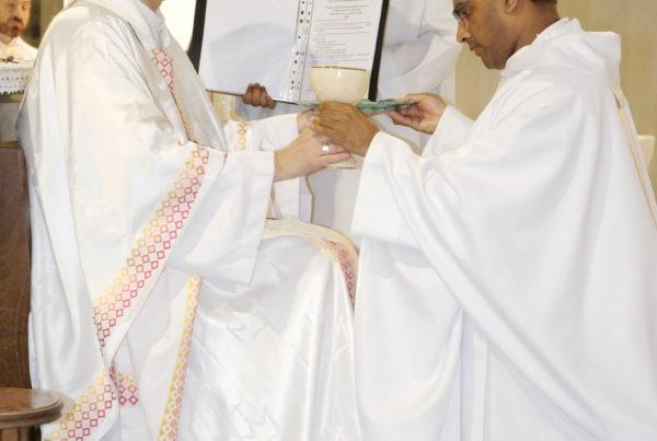 Ordination sacerdotale d'Etienne de Souza par Mgr Michel Pansard le 23 juin 2019
