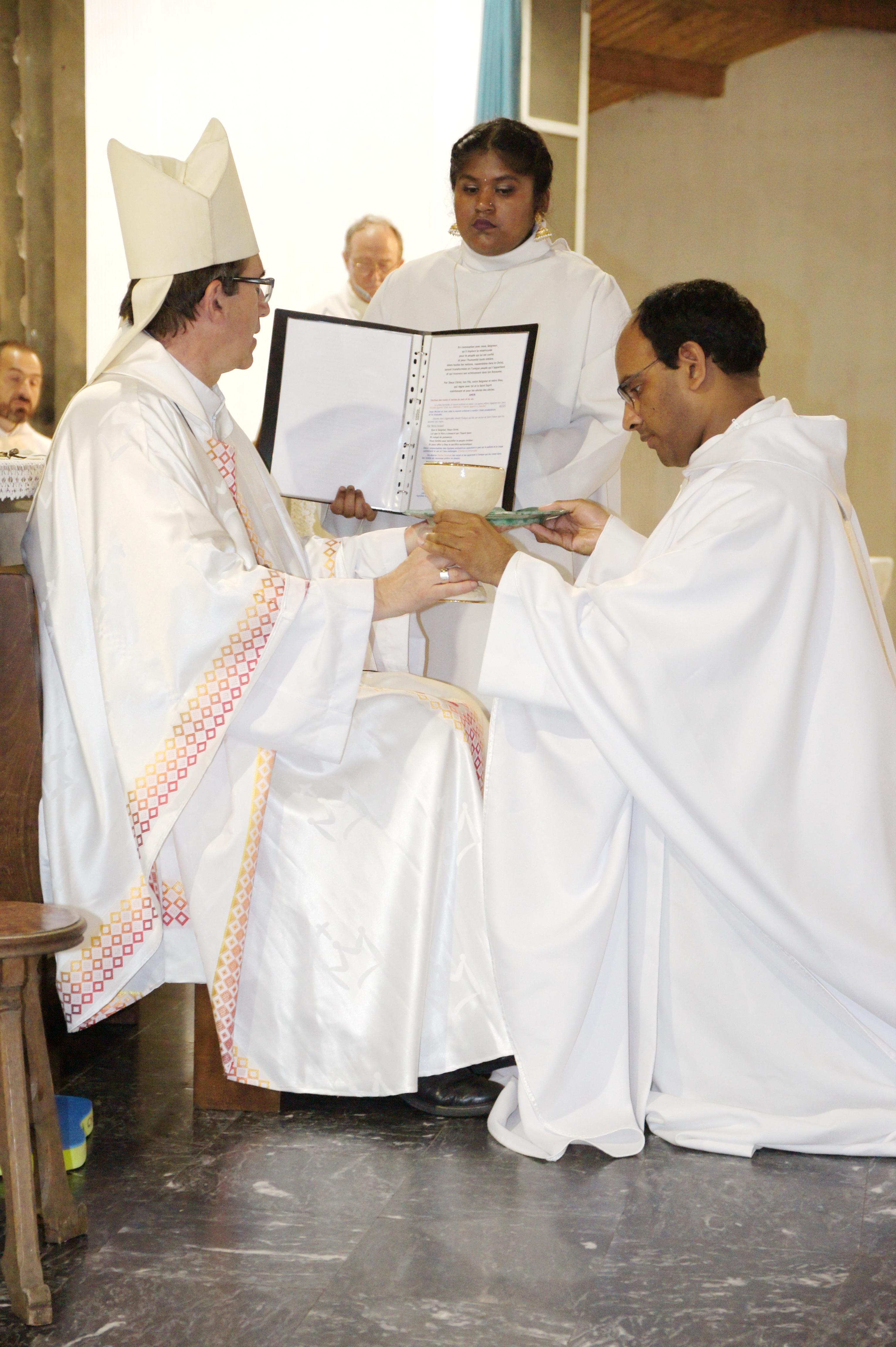 Ordination sacerdotale : le témoignage d'Etienne de Souza