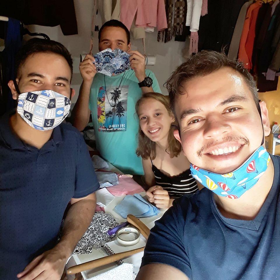 Au Brésil les religieux sont sur les réseaux sociaux et font des masques