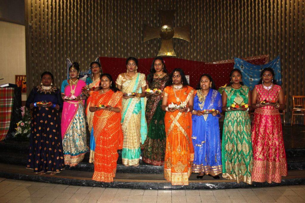Don encens et fleurs des femmes tamoules - Jean Guellerin