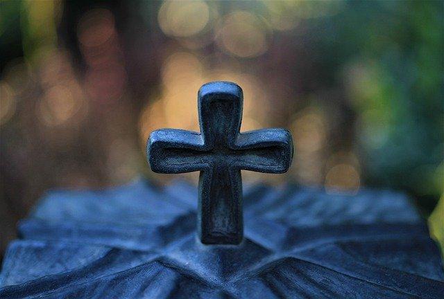 Croix cimetière par Carola68 de pixabay