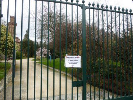 Un jardin public fermé pendant le confinement de JF Courtille